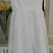 Model D.1. velikost 110 barva bílá šaty jsou na zip,stuha