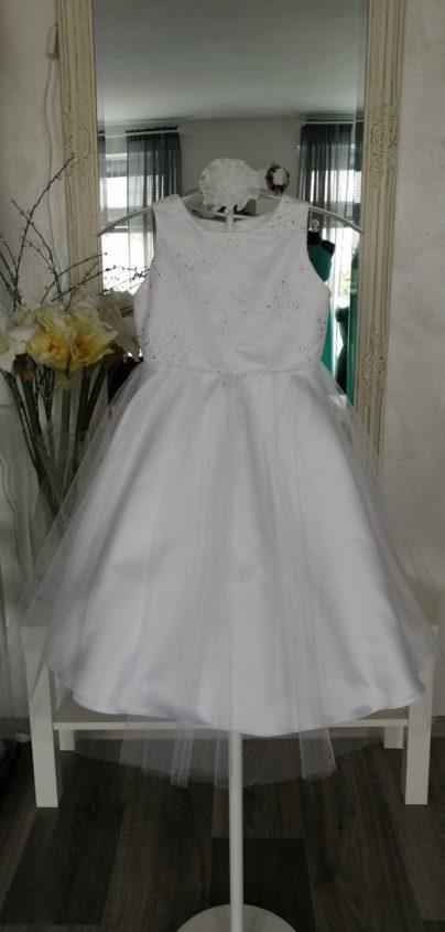 Model D.2. velikost 110 barva bílá šaty jsou na zip,stuha